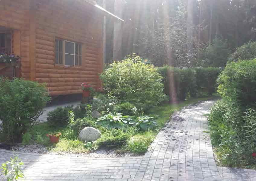 ландшафтный дизайн загородного дома: мощение дорожек